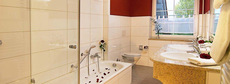Suite Großer Tauben Badezimmer - Landhotel Alte Mühle Ferienregion Nördlicher Bodensee